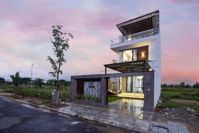 Mua mảnh đất 180m2, vợ chồng Việt làm nhà đẹp như resort ai cũng khen - 1