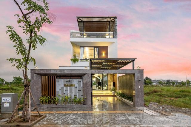 Mua mảnh đất 180m2, vợ chồng Việt làm nhà đẹp như resort ai cũng khen - 2
