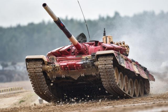 """Xe tăng Nga """"khạc lửa"""" hạ mục tiêu, phóng như bay tới ngôi số 1 - 2"""