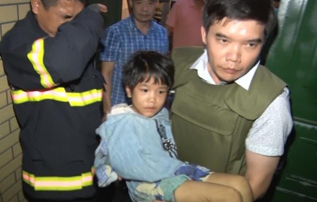 Khởi tố vụ án người bố bạo hành con gái 6 tuổi - 2