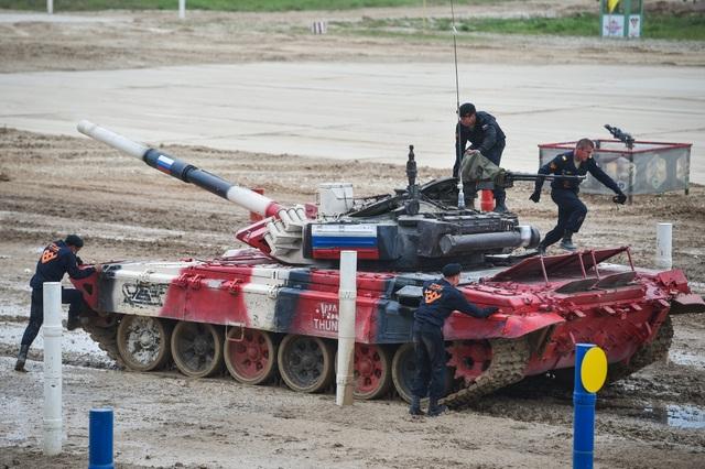 """Xe tăng Nga """"khạc lửa"""" hạ mục tiêu, phóng như bay tới ngôi số 1 - 6"""
