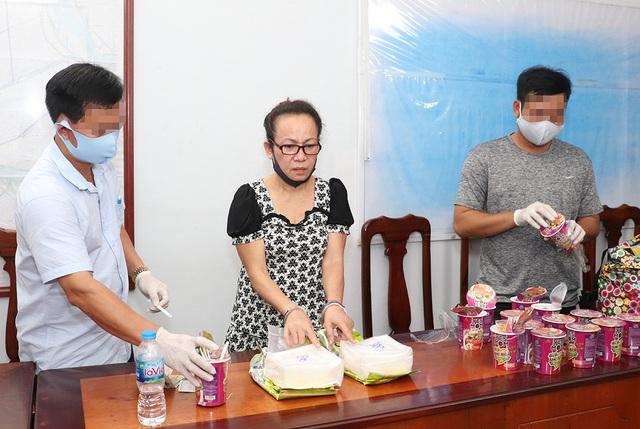 Bắt một phụ nữ vận chuyển 2kg ma túy ngụy trang trong ly hủ tiếu ăn liền - 1
