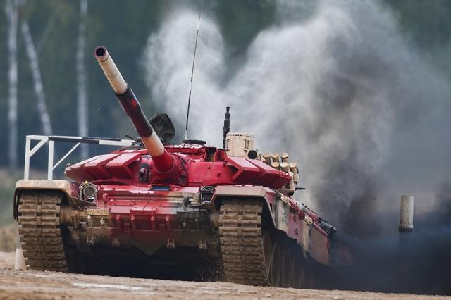 """Xe tăng Nga """"khạc lửa"""" hạ mục tiêu, phóng như bay tới ngôi số 1 - 4"""