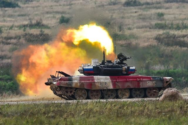 """Xe tăng Nga """"khạc lửa"""" hạ mục tiêu, phóng như bay tới ngôi số 1 - 8"""