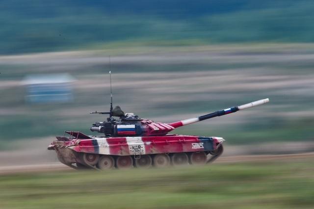 """Xe tăng Nga """"khạc lửa"""" hạ mục tiêu, phóng như bay tới ngôi số 1 - 3"""