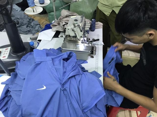 Một DN bị nghi làm giả hàng nghìn sản phẩm Adidas, Nike, Gucci, Lacoste - 2