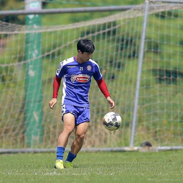 Công Phượng và hai tân binh Costa Rica tập luyện chờ V-League - 1