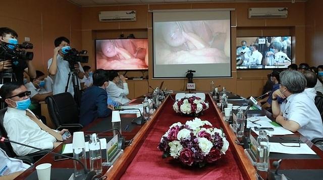 """Bác sĩ Bệnh viện Việt Đức """"phẫu thuật"""" từ xa cho bệnh nhân tuyến dưới - 1"""