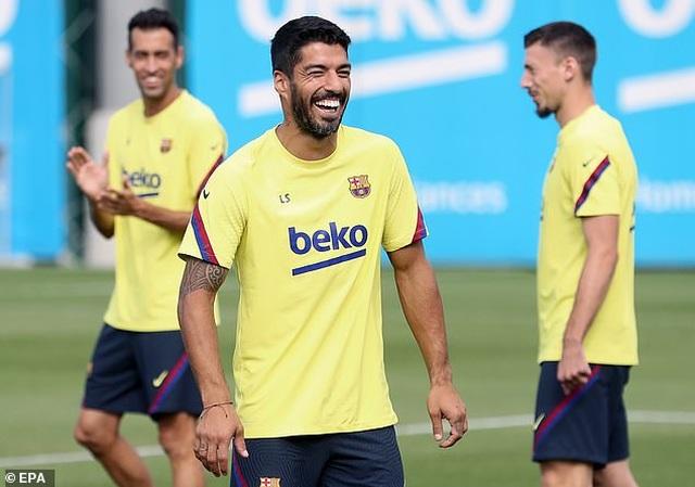 HLV Koeman loại Suarez và Vidal khỏi đội hình Barcelona - 1