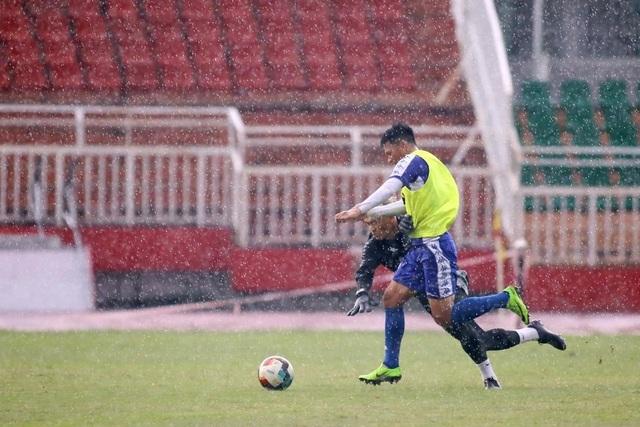 Công Phượng và hai tân binh Costa Rica tập luyện chờ V-League - 6