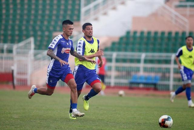 Công Phượng và hai tân binh Costa Rica tập luyện chờ V-League - 4