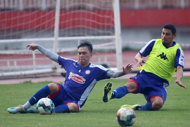 Công Phượng và hai tân binh Costa Rica tập luyện chờ V-League - 5