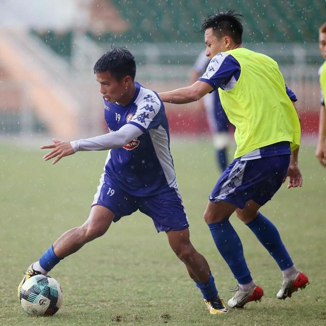 Công Phượng và hai tân binh Costa Rica tập luyện chờ V-League - 7