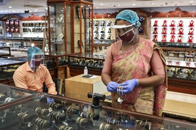 Túng quẫn vì đại dịch, dân Ấn Độ đem cả vàng gia truyền đi cầm cố - 2