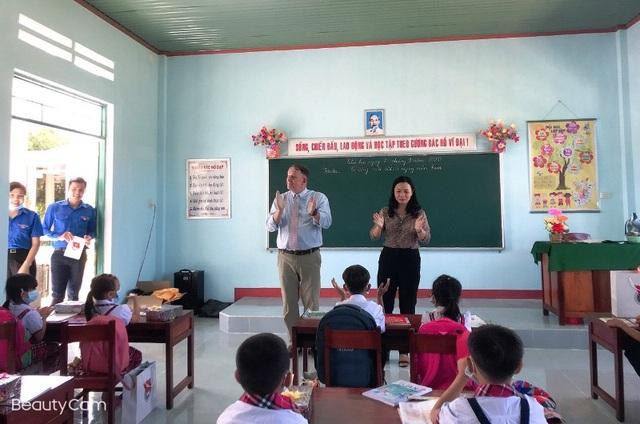 """Quỹ học bổng Vừ A Dính hỗ trợ xây """"trường đẹp cho em"""" ở Bình Định - 2"""