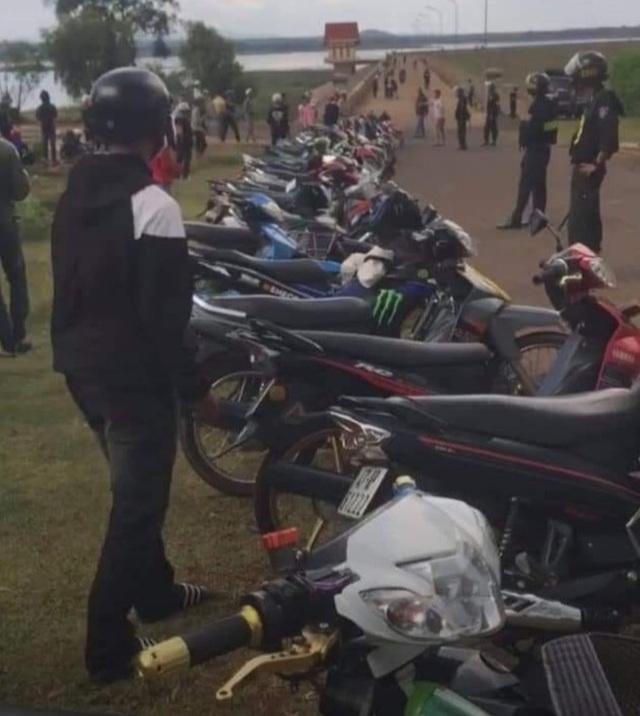 Gần 300 thanh thiếu niên, học sinh tụ tập để đua xe trái phép - 1