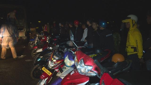 Gần 300 thanh thiếu niên, học sinh tụ tập để đua xe trái phép - 2