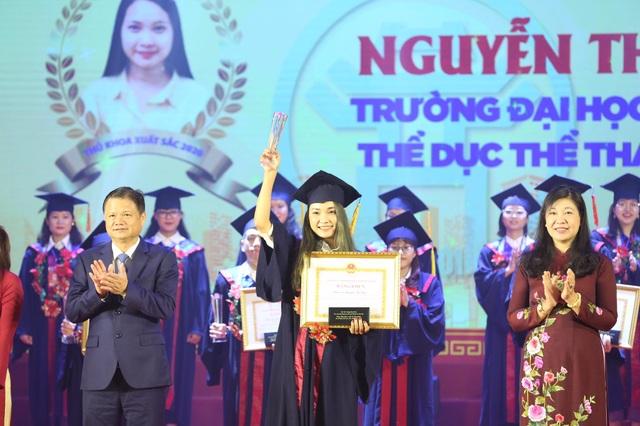 Hà Nội tuyên dương 88 thủ khoa xuất sắc tốt nghiệp đại học - 2