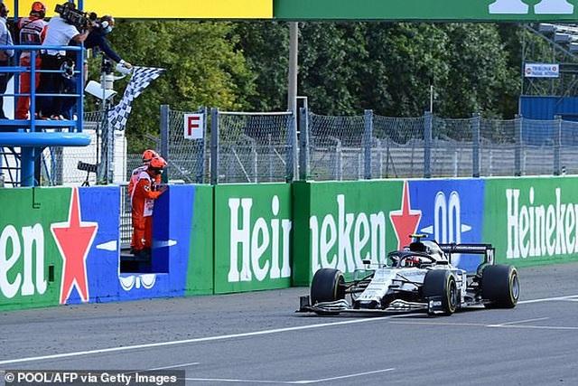 Biến căng ở Monza, F1 đã có một chặng đua đi vào lịch sử - 16