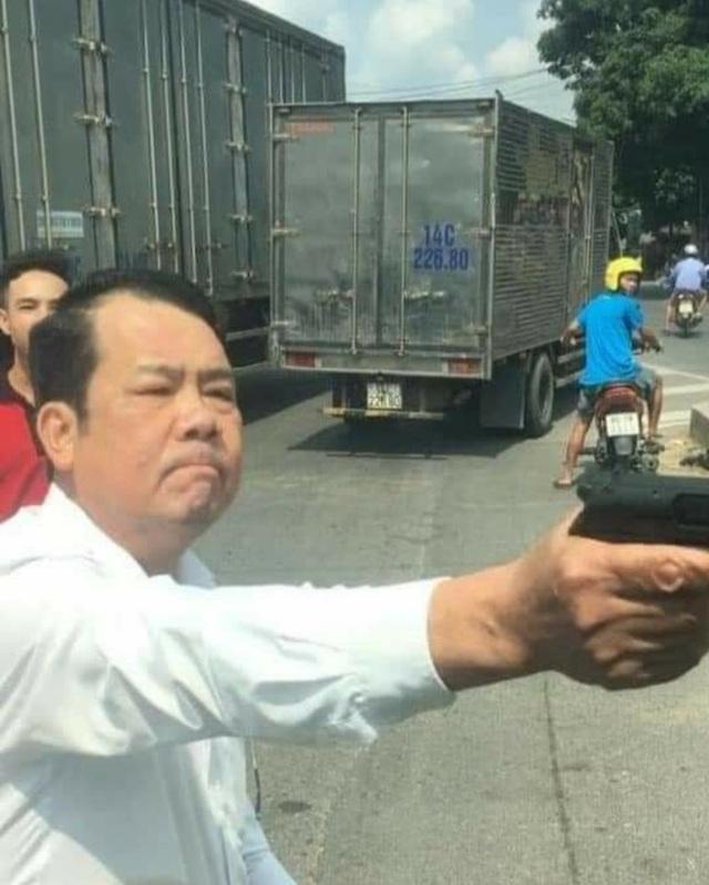Khởi tố Giám đốc đe dọa bắn tài xế xe tải - 1