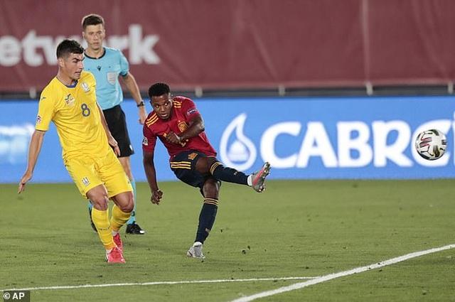 Sergio Ramos và Fati tỏa sáng, Tây Ban Nha thắng đậm Ukraine - 3