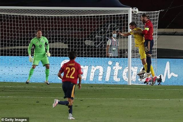 Sergio Ramos và Fati tỏa sáng, Tây Ban Nha thắng đậm Ukraine - 2
