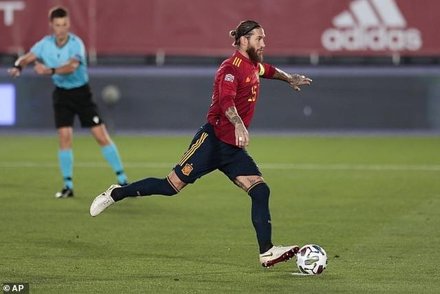 Sergio Ramos và Fati tỏa sáng, Tây Ban Nha thắng đậm Ukraine - 4
