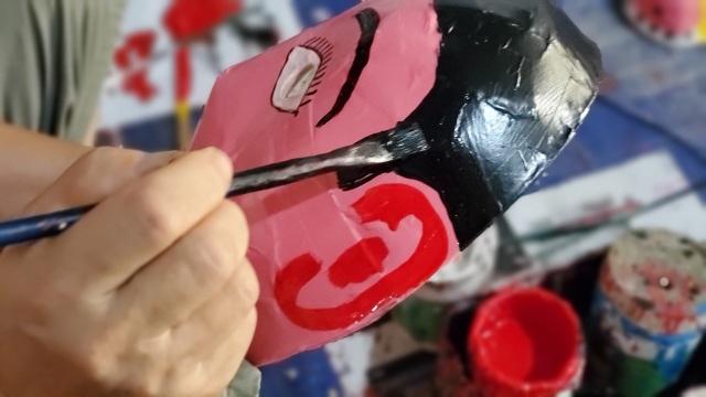 Làng nghề sản xuất đồ chơi trung thu ảm đạm vì dịch Covid-19 - 8