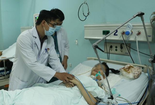 Bệnh nhân yếu liệt cả tháng mới được phát hiện ngộ độc pate Minh Chay - 1