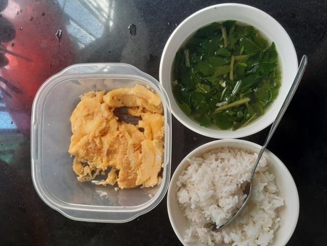 Mùa khó, sinh viên xa nhà ăn cơm 10.000 đồng, tận dụng thức ăn thừa... - 3