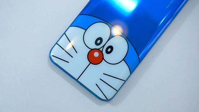 Cận cảnh chiếc smartphone phiên bản Doraemon đặc biệt tại Việt Nam - 2