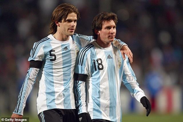 Trước Suarez, những ngôi sao nào từng là đồng đội của C.Ronaldo lẫn Messi? - 2
