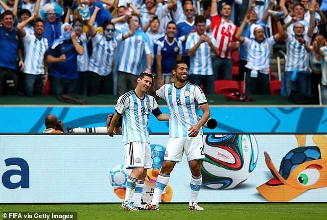 Trước Suarez, những ngôi sao nào từng là đồng đội của C.Ronaldo lẫn Messi? - 11