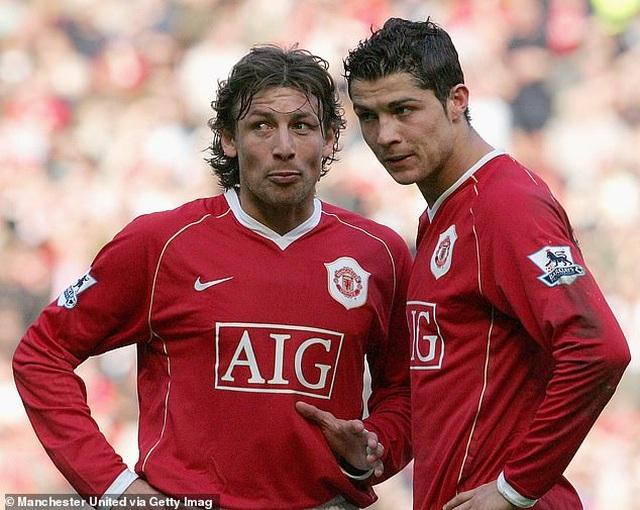 Trước Suarez, những ngôi sao nào từng là đồng đội của C.Ronaldo lẫn Messi? - 3