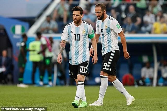 Trước Suarez, những ngôi sao nào từng là đồng đội của C.Ronaldo lẫn Messi? - 8