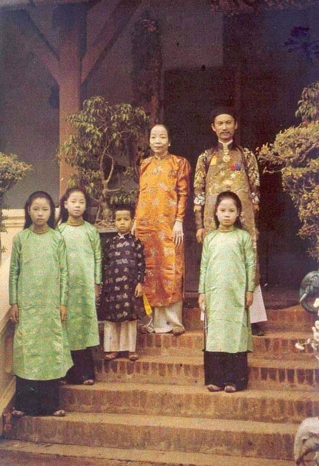 Thích thú hình ảnh cán bộ Sở vận áo dài khăn đóng xưa đi làm ngày đầu tuần - 12