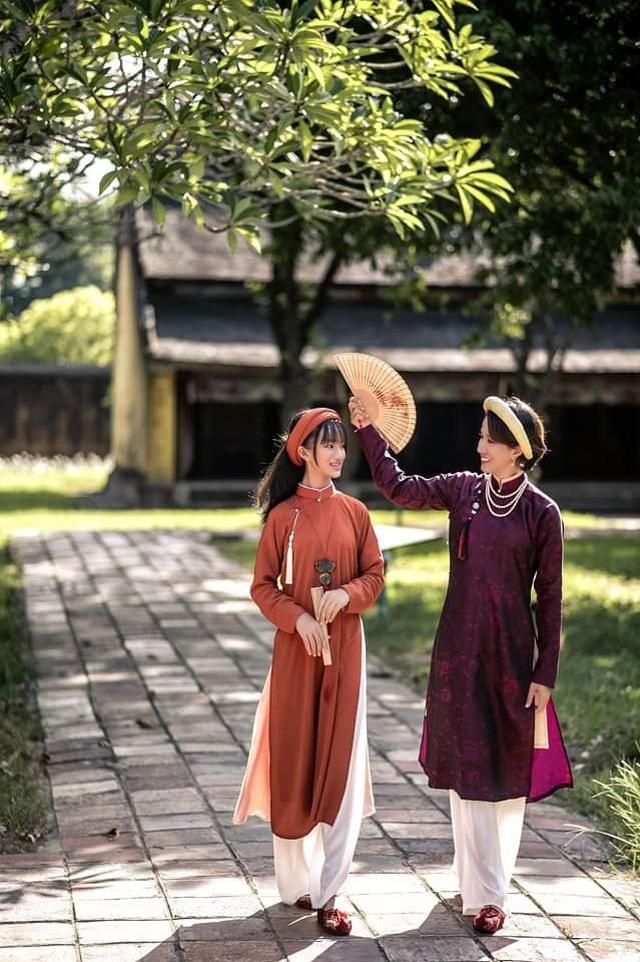 Thích thú hình ảnh cán bộ Sở vận áo dài khăn đóng xưa đi làm ngày đầu tuần - 11