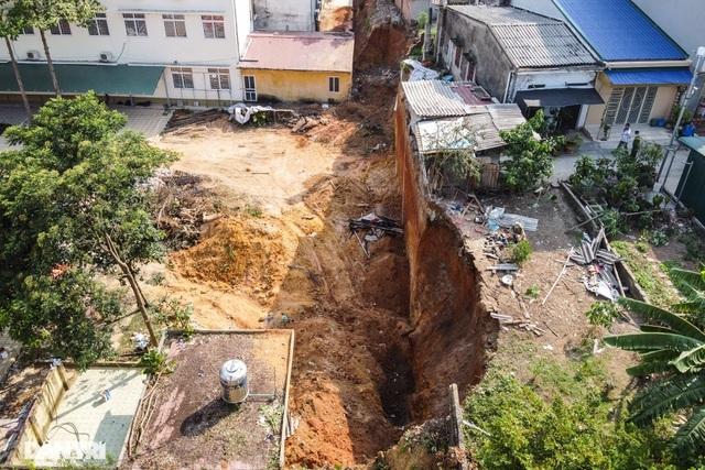 Khởi tố vụ lở đất tại công trình khiến 4 người tử vong ở Phú Thọ - 1