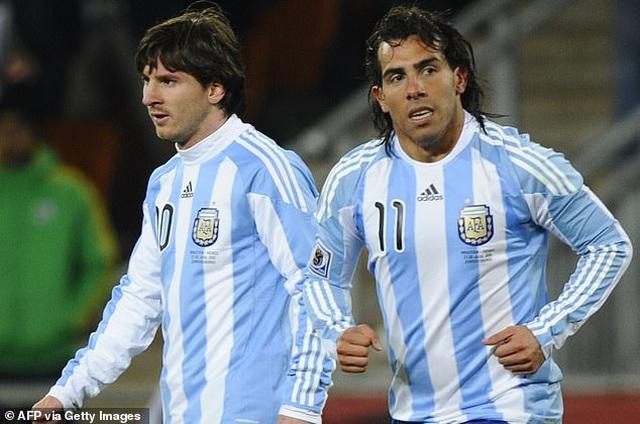 Trước Suarez, những ngôi sao nào từng là đồng đội của C.Ronaldo lẫn Messi? - 6