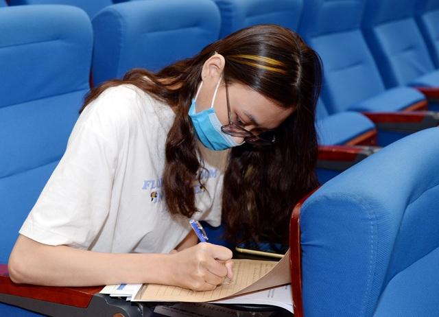 Hơn 2.000 thí sinh xuất sắc đầu tiên nhập học vào ĐH Kinh tế quốc dân - 2