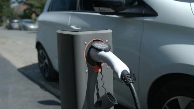 Anh: Người tiêu dùng đã sẵn sàng, xe chạy điện thì chưa - 2