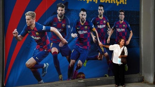 Messi ở lại tác động như thế nào tới Barcelona?