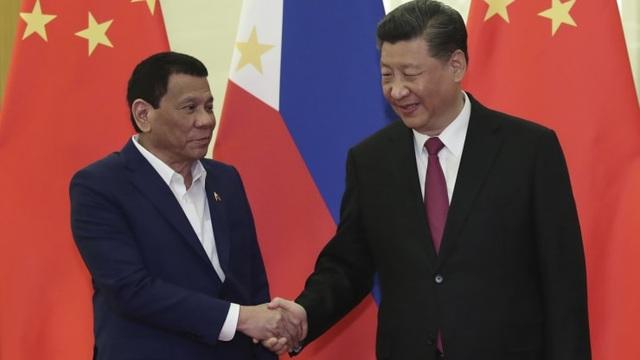 Tổng thống Philippines vẫn loay hoay chứng minh lợi ích khi thân Trung Quốc - 1