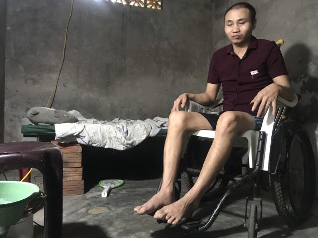 Thương chàng trai trẻ hàng ngày gắn mình trên xe lăn ở góc khuất thành Vinh - 1