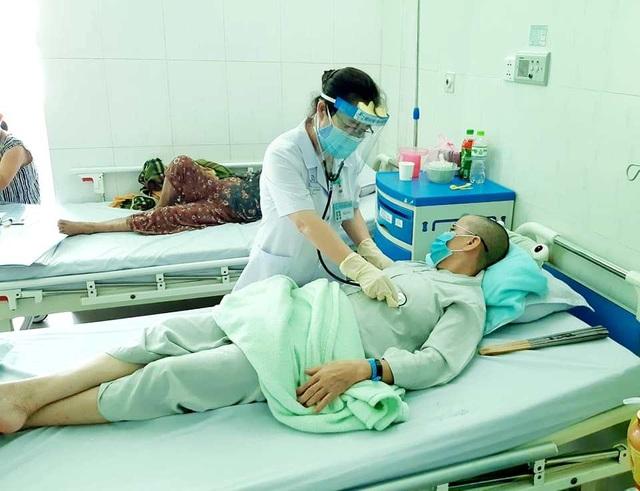 4 bệnh nhân ngộ độc pate Minh Chay tỉnh táo - 1
