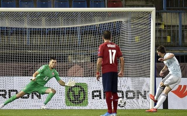 Filip Nguyễn dự bị trong ngày CH Czech thua Scotland - 2