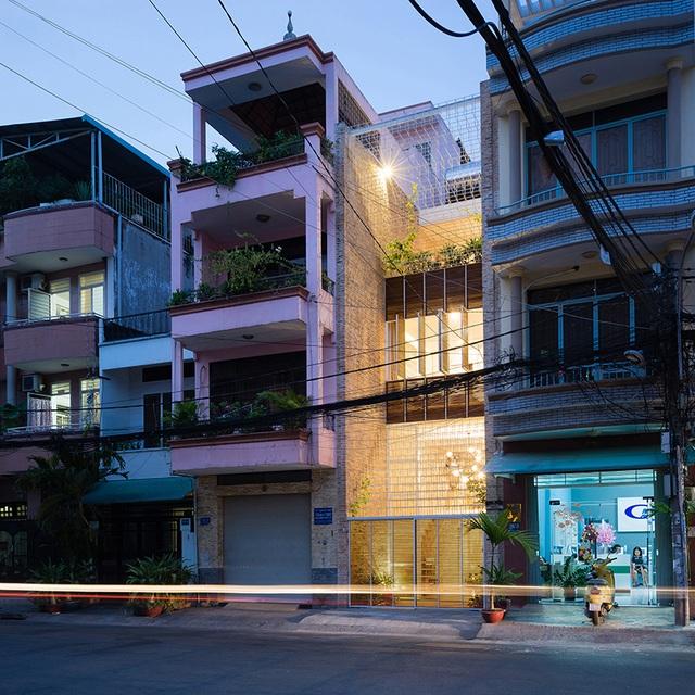 """Nhà được """"dệt"""" từ những """"sợi"""" thép độc đáo, hút mắt người nhìn ở Sài Gòn - 2"""