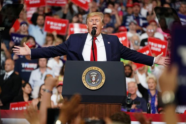 Chiến dịch tranh cử đắt đỏ của ông Trump phải thắt lưng buộc bụng - 1