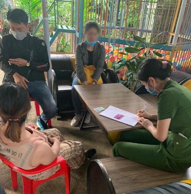 """Phát hiện hai vợ chồng tiêm vắc xin bạch hầu """"chui"""" cho hàng chục hộ dân - 1"""
