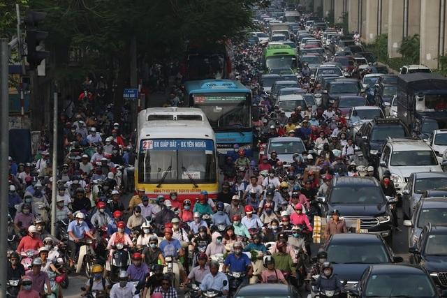 """Đoạn đường dài 1km """"cõng"""" đến 7 trường đại học, cao đẳng ở Hà Nội - 15"""